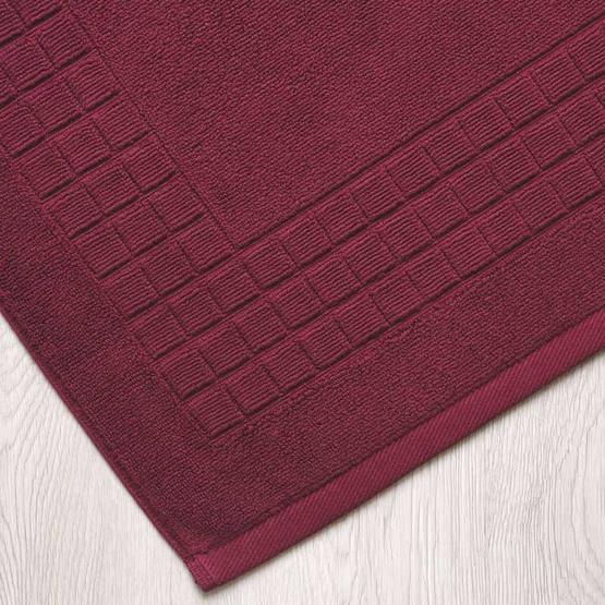 Behome ผ้าเช็ดเท้าลาย Cube  สีแดง (Cherry)