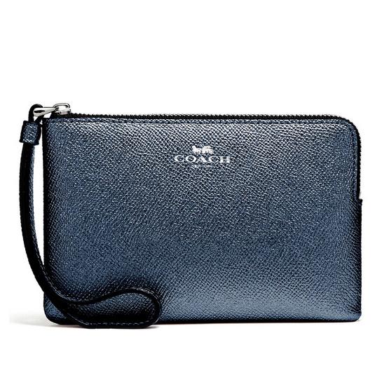 COACH กระเป๋าคล้องมือ F21070 Corner Zip Wristlet in Metallic Crossgrain Leather