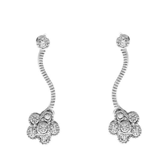 Jewelry Buffet ต่างหูรูปดอกไม้เคลือบทองคำขาว