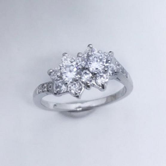 Winnie Jewelry แหวนไดมอนด์ฟลาวเวอร์