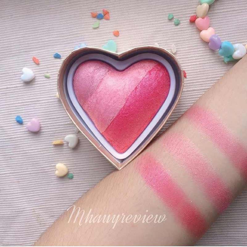 01 Makeup Revolution บลัชออน (I Heart)