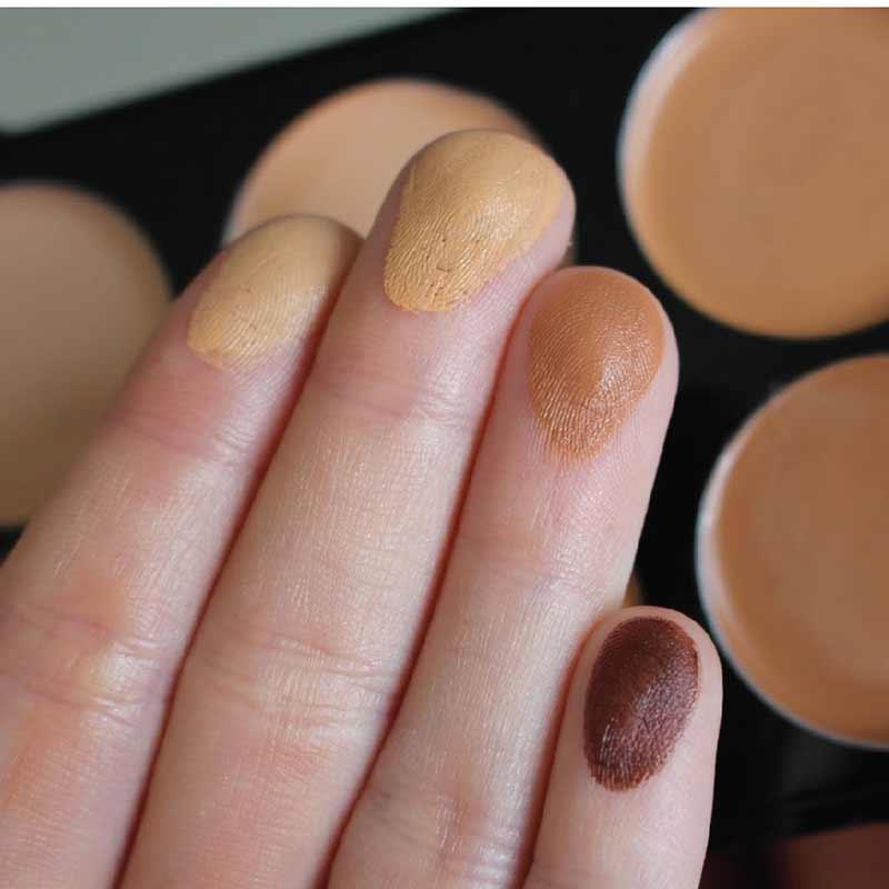 01 Makeup Revolution คอนซีลเลอร์ (Cover)