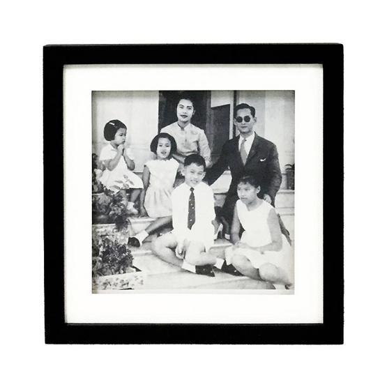 M Collection กรอบรูปในหลวง ร.9 31x31 ซม. M.5001
