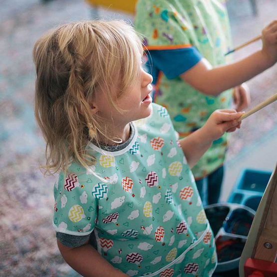 Bumkins ผ้ากันเปื้อนกันน้ำ รุ่น Junior Bib สีเขียว ลาย Balloon สำหรับอายุ 1-3 ปี
