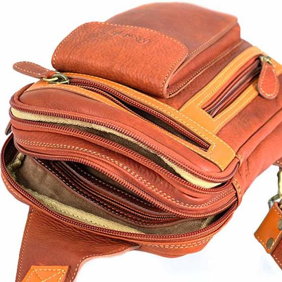 MOONLIGHT กระเป๋าหนังแท้ คาดหน้าอก รุ่น Synx สีน้ำตาลอ่อน