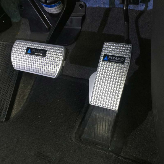 LEOMAX ขาเหยียบกันลื่น สำหรับรถเกียร์ Auto รุ่น Pyramid Auto พื้นโลหะ Set 2 ชิ้น (เบรค คันเร่ง)