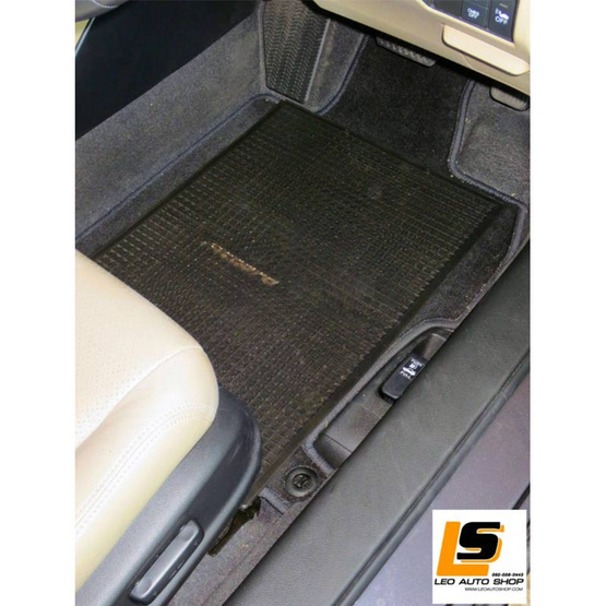 LEOMAX แผ่นเรียบปูพื้นรถยนต์พลาสติก PVC รุ่น Ruby ใหญ่ 47 x 63 ซม พร้อมปุ่มจิกพื้น แพค 2 ชิ้น (สีดำใส)