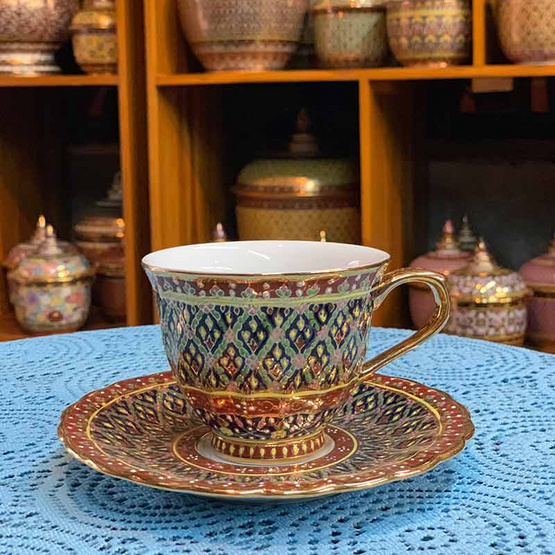หนูเล็กเบญจรงค์ ชุดกาแฟ + จานรอง ลายพุ่มข้าวบิณฑ์พื้นดำลายแดง