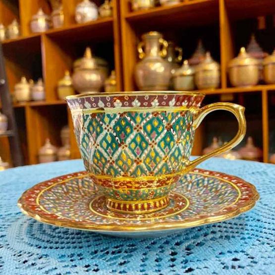 หนูเล็กเบญจรงค์ ชุดกาแฟ+จานรอง ลายพุ่มข้าวบิณฑ์ สีเขียวตอง ทรงริ้ว