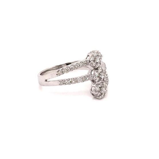 Madam classic แหวนกระจุกเรียง 3 ดอกแนวตั้ง [MCD024WG54]