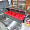 LEOMAX กล่องใส่เหรียญ พร้อมที่หนีบบัตร รุ่น CH-5906 (ตัวกล่องสีดำ ยางสีแดง)