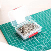 Deli 0025 ลวดเสียบกระดาษ (100 ตัว/กล่อง)